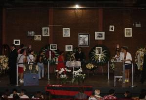 O velório de José Wilker foi realizado no Teatro Ipanema, onde o ator encenou várias peças Foto: Hudson Pontes / Agência O Globo