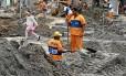 Operários trabalham no projeto Bairro Maravilha em Barros Filho