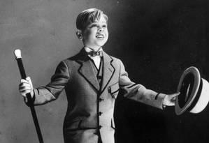 Um dos atores-mirins mais célebres do cinema, Mickey Rooney morreu neste domingo 6 de abril, aos 93 anos. Nesta foto, ele aparece em uma performance sem identificação. Sua carreira durou mais de 80 anos Foto: AP