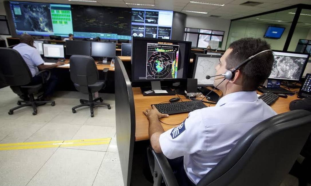Salão operacional do Centro de Gerenciamento da Navegação Aérea, ao lado do aeroporto Santos Dumont Foto: Fábio Maciel / Decea