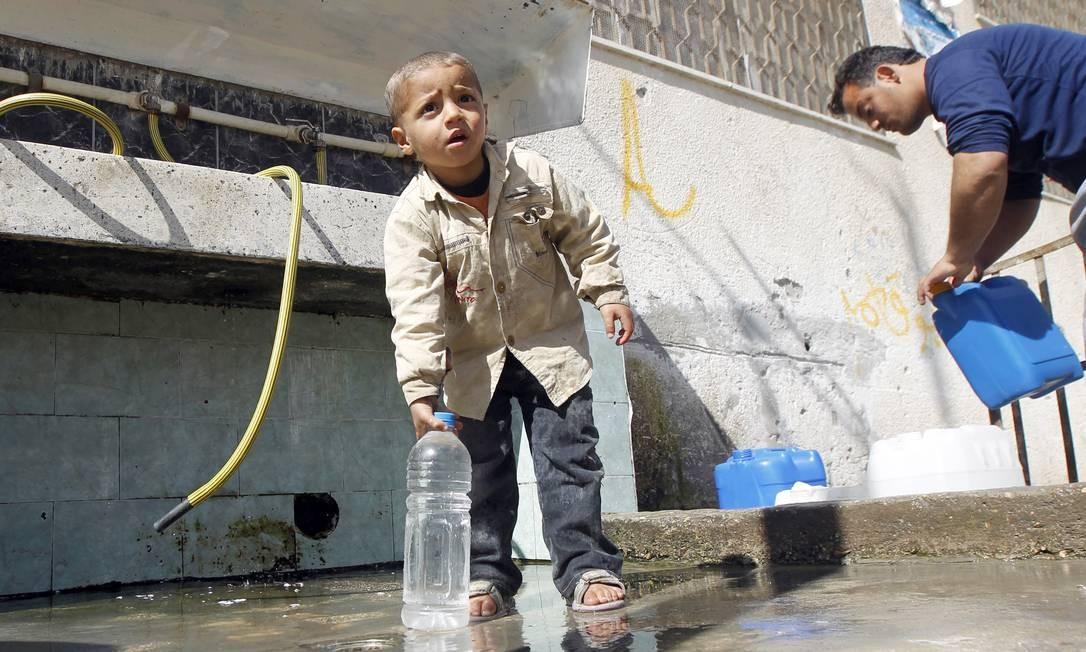 Nível de estresse. Situação crítica de palestino sem água potável provocar estresse, assim como situações menos precárias Foto: / AFP/SAID KHATIB