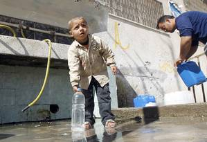 Nível de estresse. Situação crítica de palestino sem água potável provocar estresse, assim como situações menos precárias Foto: AFP/SAID KHATIB