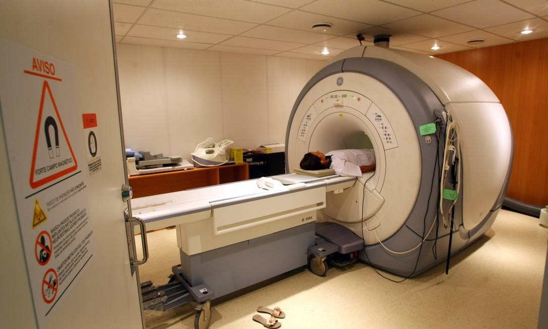 Centro de diagnósstico por imagem do Rio de Janeiro oferece exame de ressonância magnética Foto: Guilherme Pinto / O Globo