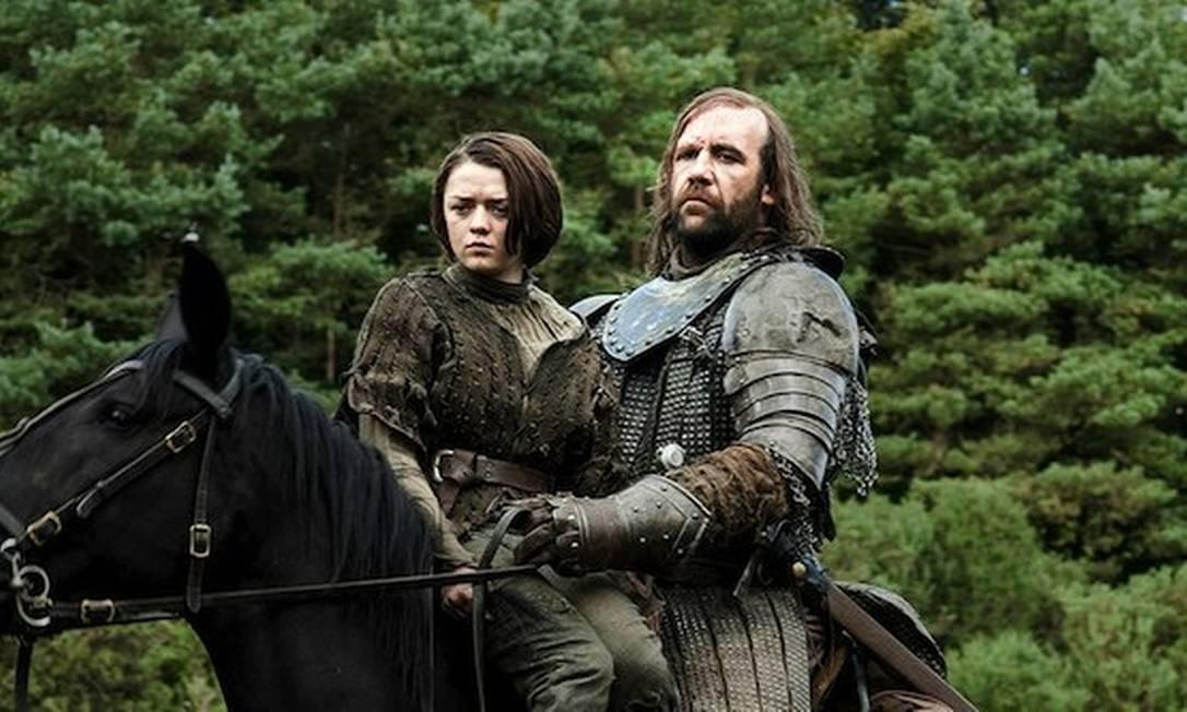 Arya Stark com o Cão de Caça, na estreia da quarta temporada de 'Game of thrones' Foto: Reprodução