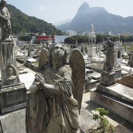 Consórcio Rio Pax foi escolhido para substituir a Santa Casa na administração de cinco cemitérios Foto: Custódio Coimbra / Agência O Globo