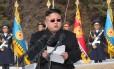 Ditador norte-coreano Kim Jong-Un discursa diante dos comandantes do Exército do Povo Coreano (KPA)