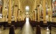 Santuário. A construção no Catumbi, marcada pelo estilo gótico, possui um interior cuja beleza está nas linhas das colunas, nos arcos ogivais e na cor dos vitrais