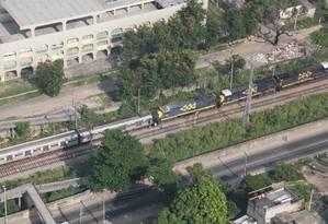 Trens batem de frente entre as estações de Costa Barros e Barros Filho, na Zona Norte Foto: Genilson Araújo / Agência O Globo