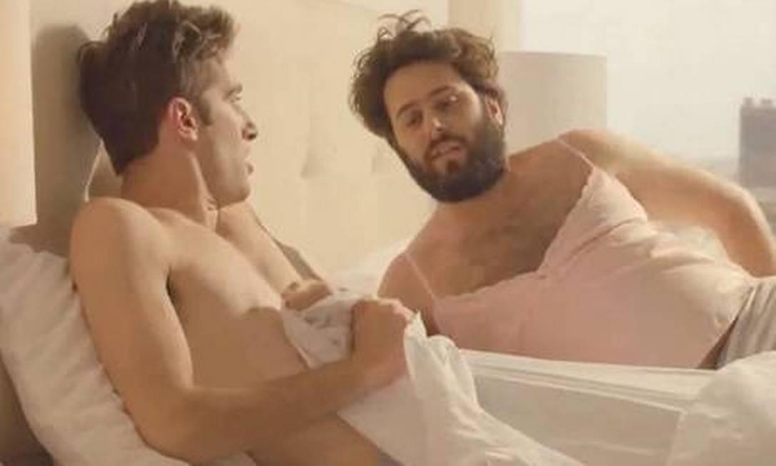 Mulheres que não se depilam viram homem durante a noite, segundo comercial Foto: / Reprodução