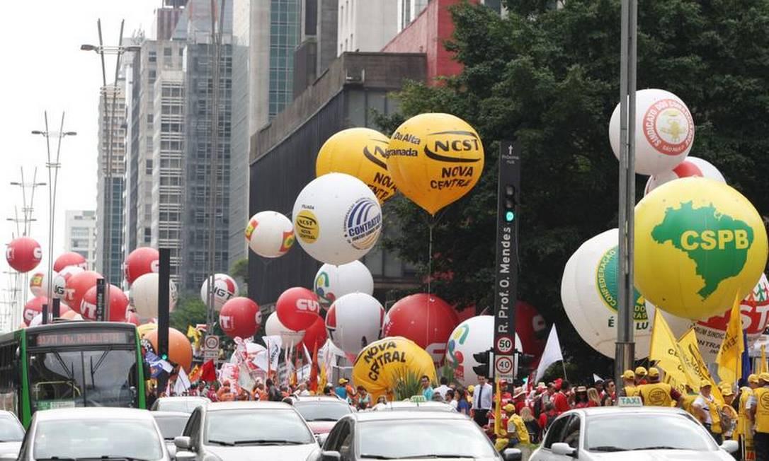 Protestos chegaram a se encontar Foto: Michel Filho / O Globo