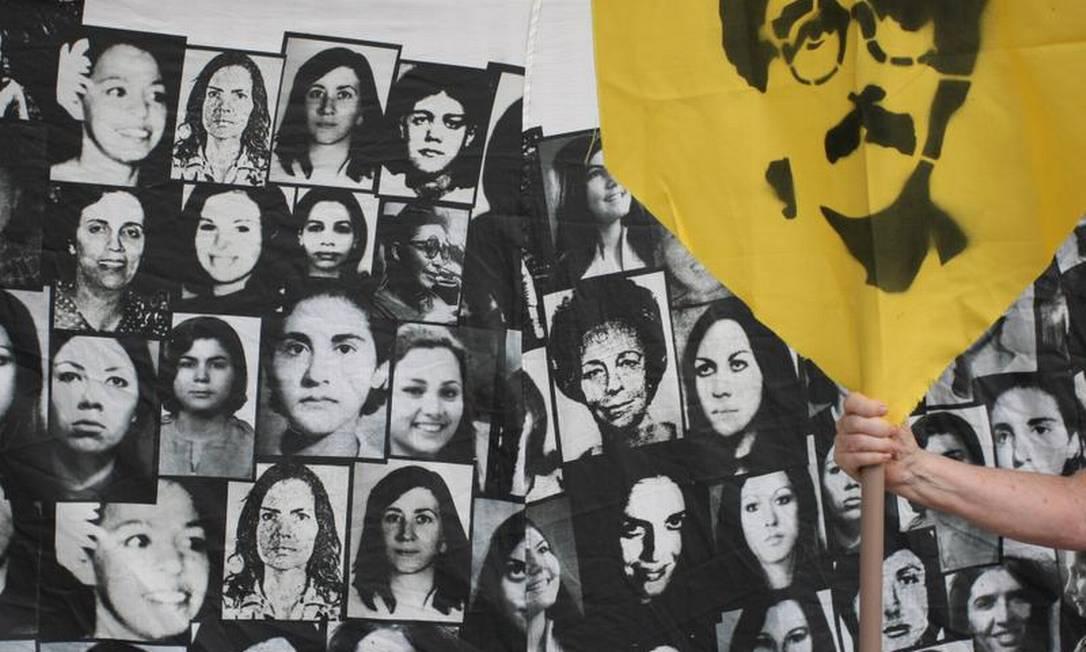 Mosaico foi monatado com fotos de mortos e desaparecidos durante o período Michel Filho / O Globo