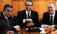 O ministro da Justiça, José Eduardo Cardozo, se reuniu com o presidente do Senado, Renan Calheiros (PMDB-AL) e com o presidente da Câmara, Henrique Alves (PMDB-RN)