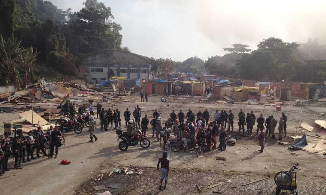 Parte da área já descupada pela polícia Foto: Marcia Foletto / Agência O Globo
