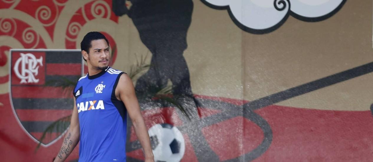 Hernane retorna ao time do Flamengo neste domingo Foto: Alexandre Cassiano / Agência O Globo