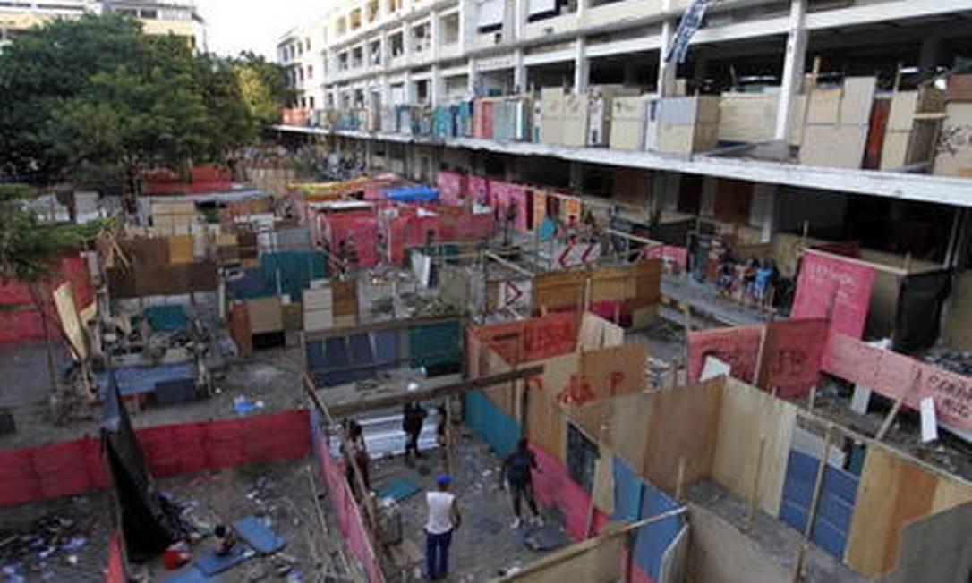 Demarcando território: centenas de barracos foram erguidos na área Foto: Gustavo Miranda / O Globo