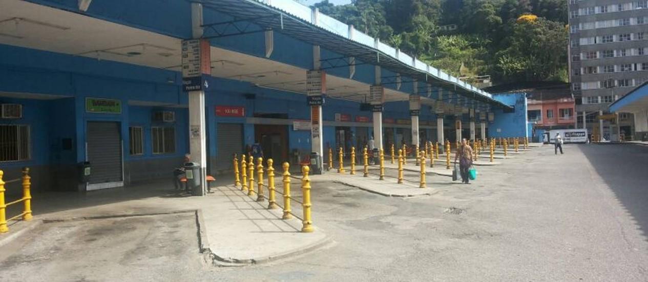 Terminal de ônibus no Centro de Petrópolis vazio, na manhã desta sexta-feira Foto: Jaqueline Ribeiro