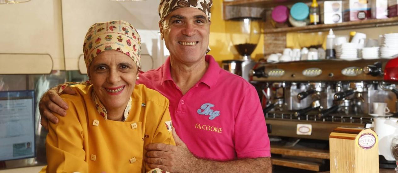 O casal Paulo e Sandra Blanco, com 57 e 53 anos, respectivamente abriram, há três anos, uma cafeteria depois de enfrentarem uma crise financeira Foto: Camilla Maia