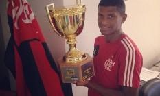 Márcio Araújo com a taça de campeão carioca de 2014 Foto: Reprodução Instagram