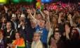 Festa. Malteses celebram na Praça de São Jorge após aprovação da lei que permite o casamento gay e a adoção por casais homossexuais