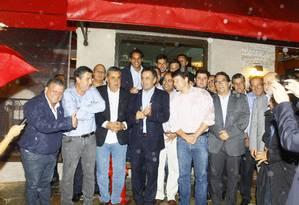 Aécio Neves se encontra com políticos do PMDB em restaurante no Jardim Botânico Foto: Marcelo Carnaval / Agência O Globo