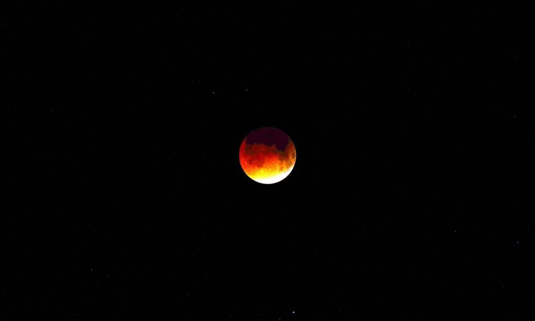 O eclipse total visto em Honduras, na cidade de Tegucigalpa ORLANDO SIERRA / AFP