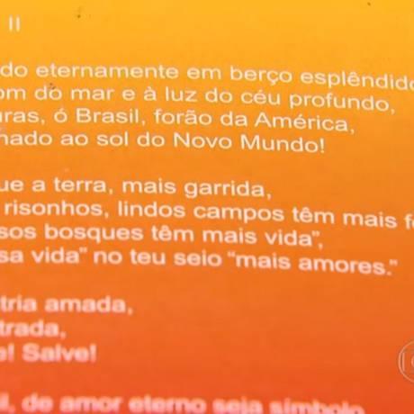 """Material didático distribuído pela Prefeitura de Vespasiano (MG) tem erros de grafia, como """"fores"""" no lugar de """"flores"""" Foto: Reprodução de TV """"Bom Dia Brasil"""""""