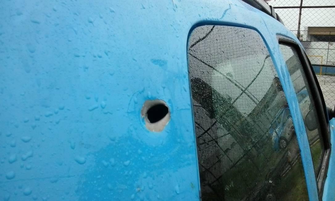 Carro de militares é atingido por tiros na Maré Foto: Divulgação / Força de Pacificação