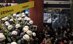 Manifestantes foram presos após confronto no metrô Butantã, SP Foto: Fernando Donasci / Agência O Globo