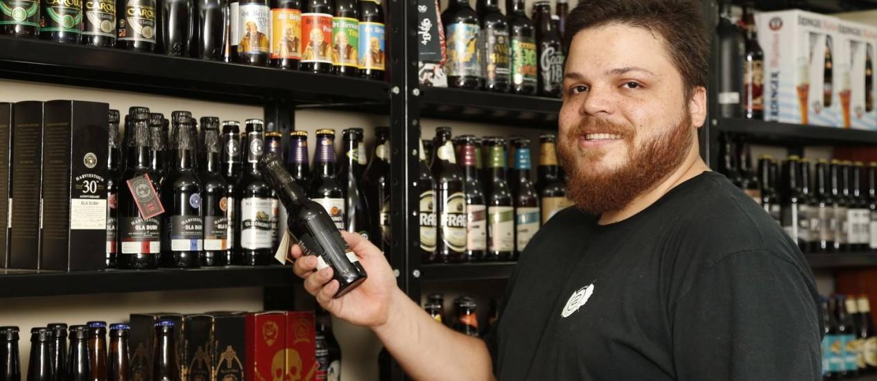 Vinícius Costa apostou em uma cervejaria depois do bom desempenho do site onde ele e a sócia já vendiam cervejas importadas. Foto: Simone Marinho