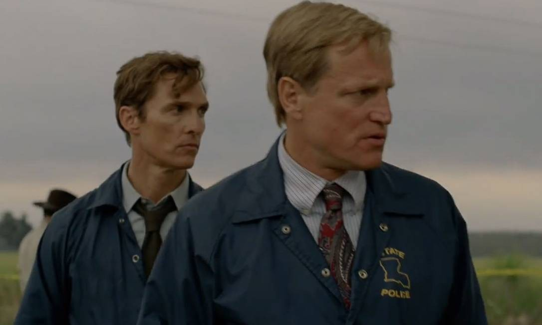 Matthew McConaughy e Woody Harrelson em cena Foto: Reprodução