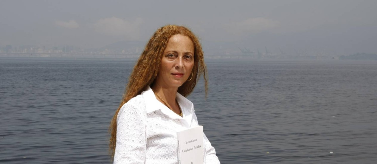 Poesia. Carmen é autora de cinco livros e estará presente na Flip deste ano Foto: Eduardo Naddar