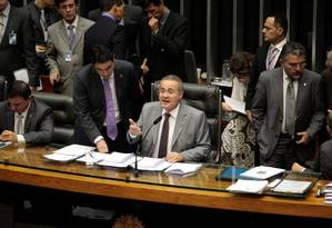 No Congresso, Renan Calheiros adiou instalação de CPIs para depois da decisão do STF sobre o caso Foto: Jorge Willian / O Globo
