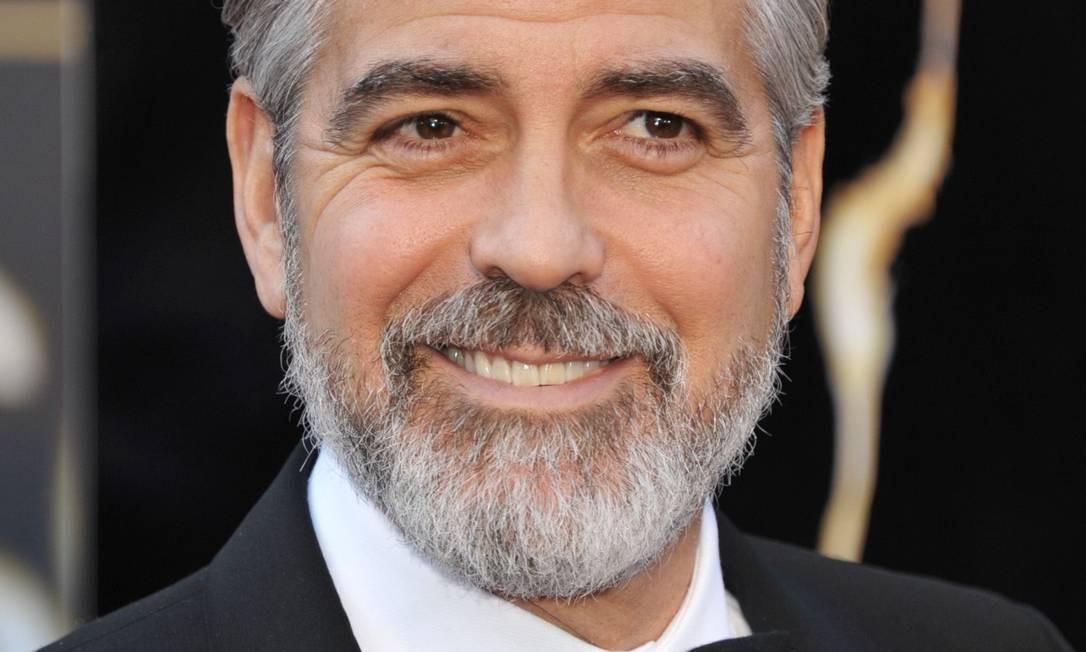 Segundo pesquisa, moda atual segue a tendência de copiar astros como George Clooney, que passou a usar barba Foto: John Shearer/Invision