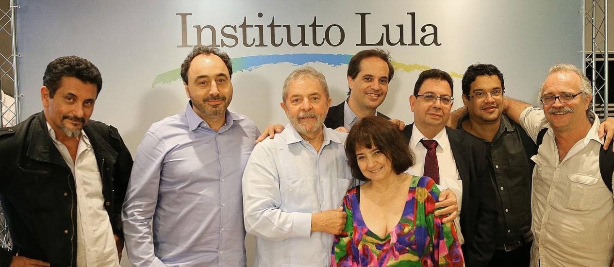O ex-presidente Lula com os blogueiros que o entrevistaram na semana passada Foto: Ricardo Stuckert / Instituto Lula