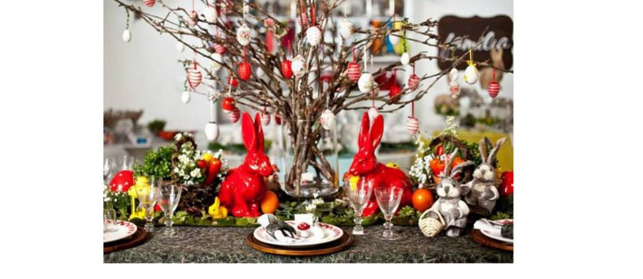 Cobinação de cores e itens característicos da Páscoa enfeitam a mesa para o domingo Foto: Divulgação