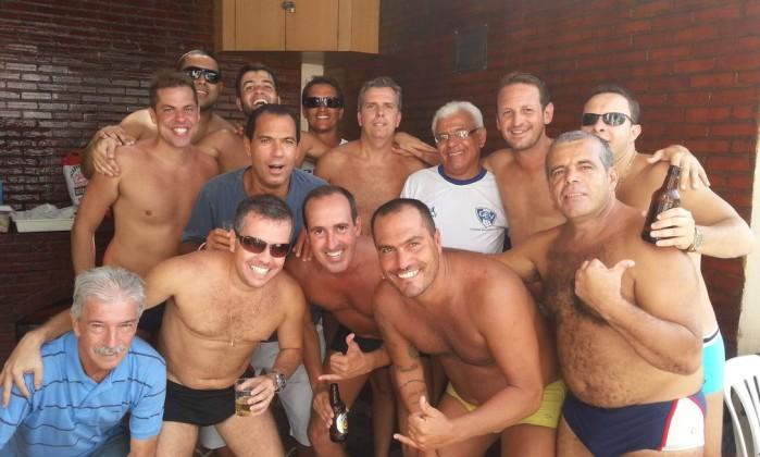 Mauro Bandit, de camisa branca, entre amigos na Barra da Tijuca Foto: / Divulgação / / Rafinha Tardelli
