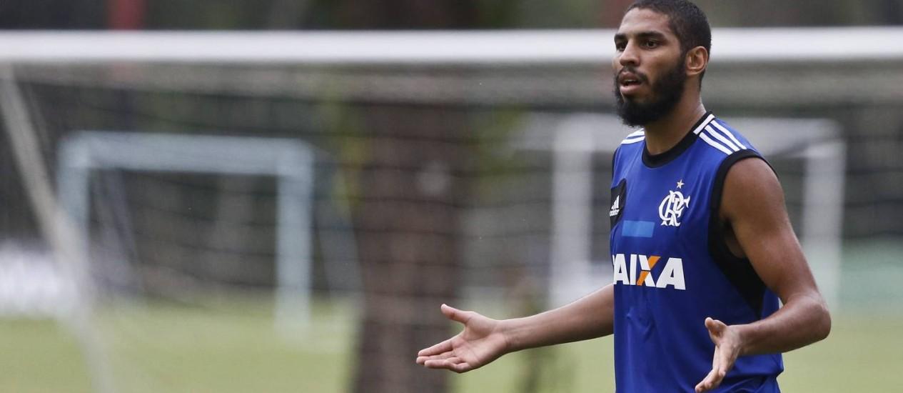 Wallace vê o Flamengo como um dos favoritos ao título Foto: Guito Moreto / O Globo