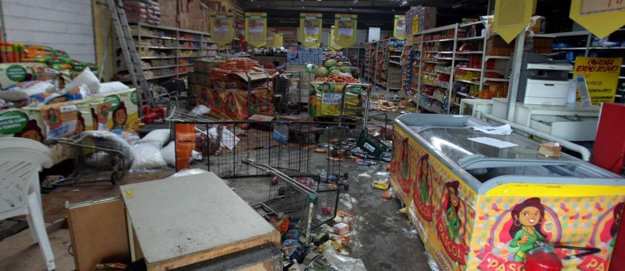 Grave da PM na Bahia: Supermercado foi saqueado Foto: Terceiro / Lucio Tavora/ Ag. A Tarde