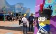 """Os Minions tomam conta da área de """"Meu malvado favorito"""" no Universal Studios Hollywood, em Los Angeles"""