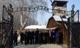 Membros do Parlamento israelense visitam o campo de concentração de Auschwitz, na Polônia