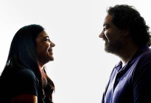 Os autores Izabel de Oliveira e Filipe Miguez Foto: Simone Marinho
