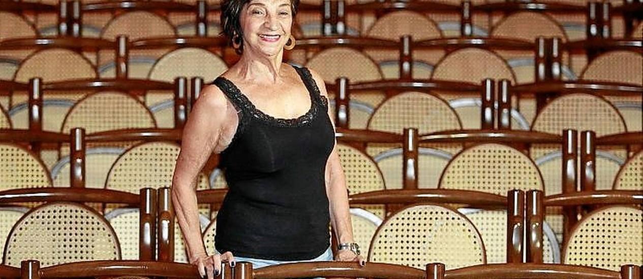 Testemunha. Teresa Salgado observa os trabalhos de perto Foto: Márcio alves