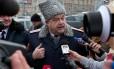 Líder de uma patrulha cossaca, Igor Gurevich, dá uma entrevista em Moscou