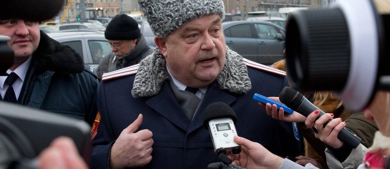 Líder de uma patrulha cossaca, Igor Gurevich, dá uma entrevista em Moscou Foto: Pustem Adagamov/AP