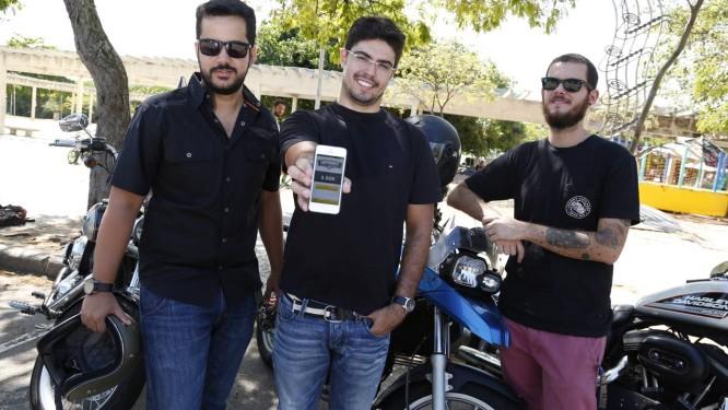 Rafael Ferrer, Tiago Grand Court e Leonardo Nicolay, três dos cinco criadores do aplicativo Motorider GPS que, com um ano de mercado, já conta com mais de 21 mil usuários espalhados por 65 países Foto: Simone Marinho