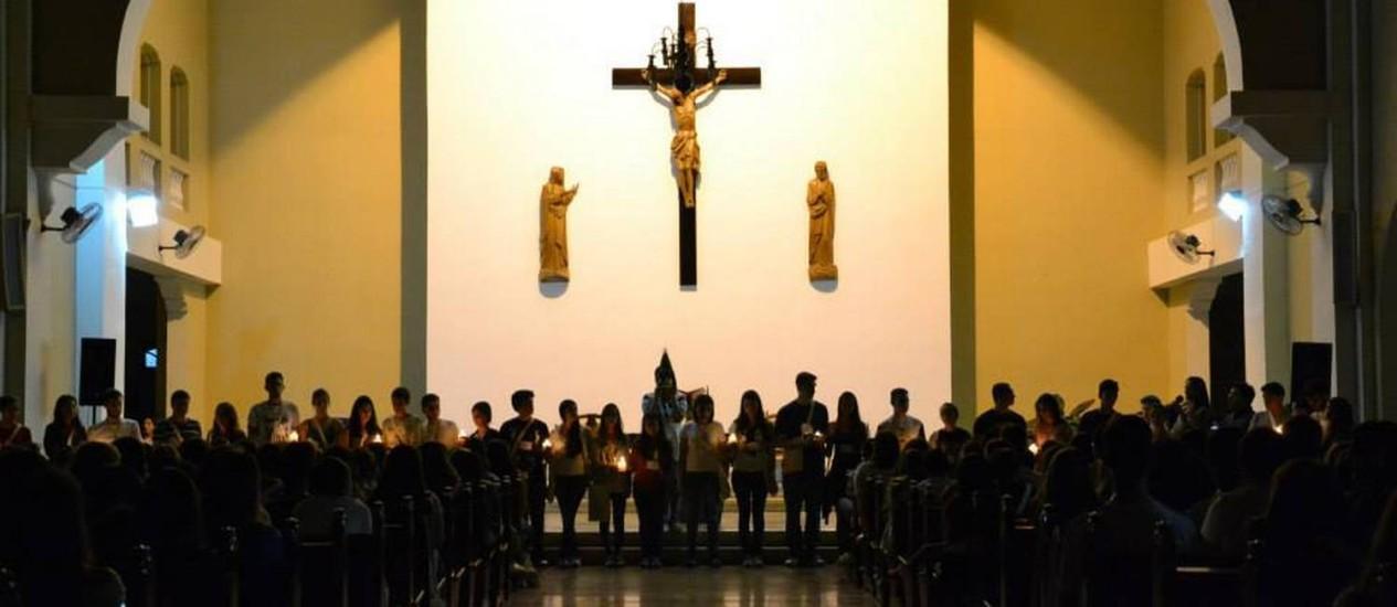 Alunos de sete colégios jesuítas celebram na igreja da Vila Kostka, em Itaici, dando início à 20ª Semana Santa Jovem Foto: Divulgação/Vaninha Mathiazi