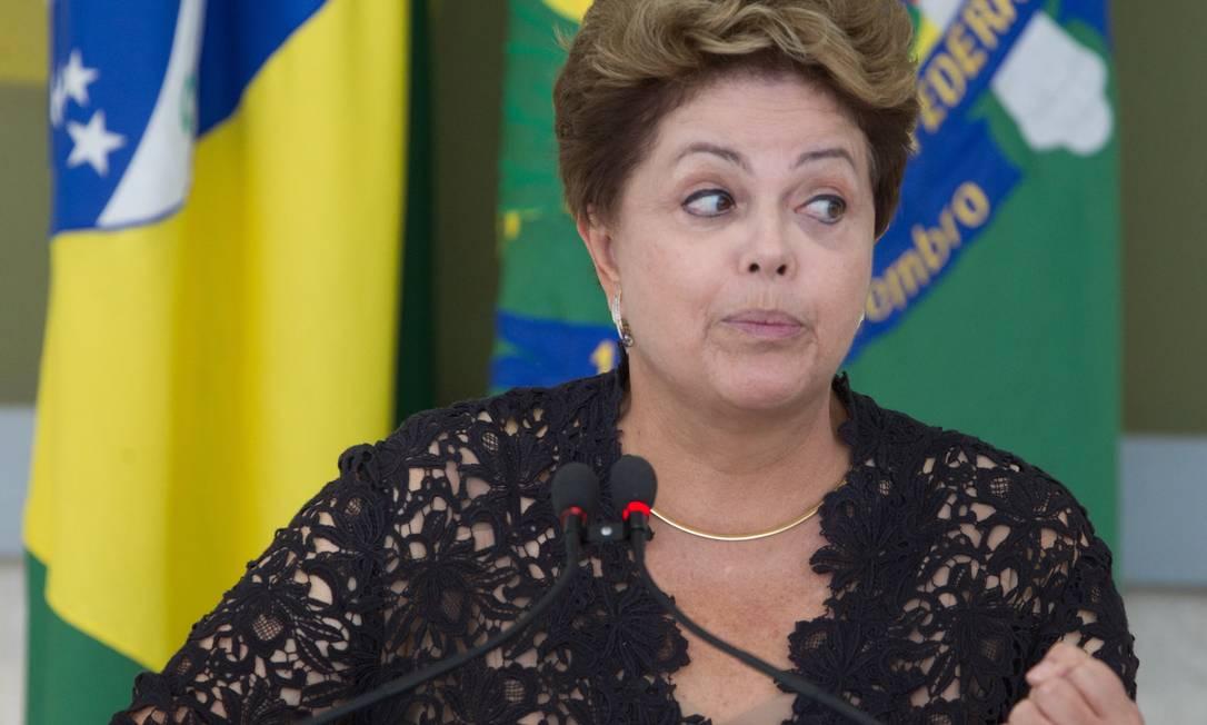 Presidente Dilma tem o desafio de melhorar os índices de aprovação até outubro Foto: André Coelho / O Globo