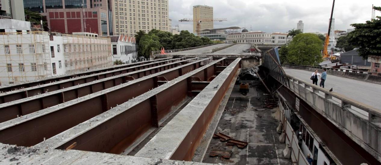 Implosão, marcada para domingo, atingirá trecho de 300 metros do viaduto Foto: Marcelo Piu / Agência O Globo
