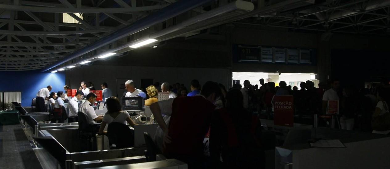 Apagão. Galeão fica sem luz pela sexta vez em menos de um ano Foto: Marcelo Carnaval / Agência O Globo