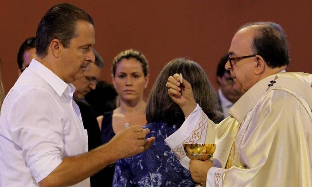 Eduardo Campos participou de missa em Aparecida Foto: Fernando Donasci / O Globo